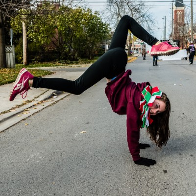hand stand_15619591840_l